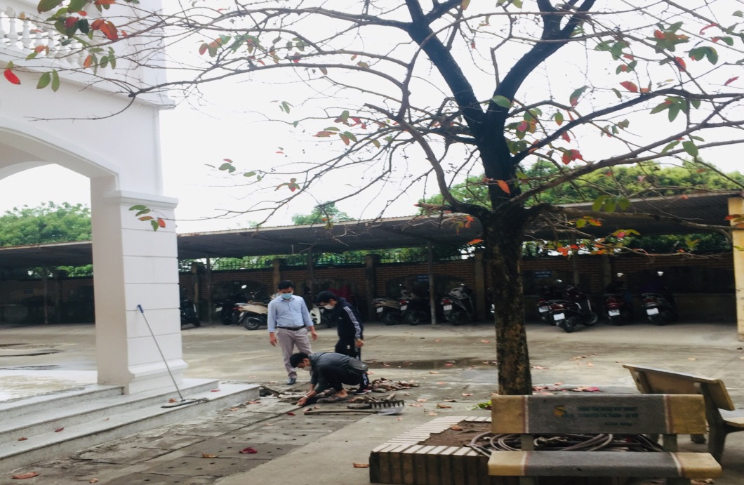 Công tác chuẩn bị đón học sinh trở lại trường của Trường Tiểu học Phú Lãm
